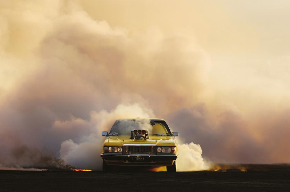 Burnouts by Simon Davidson - © Garagisme